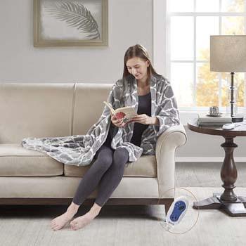10. Beautyrest Plush Heated Throw Blanket – Secure Comfort Technology